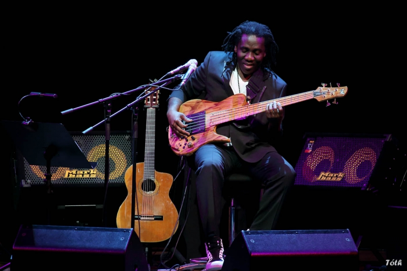 with Richard Bona, Pécs, Kodaly Center,  2013 - © László Tóth
