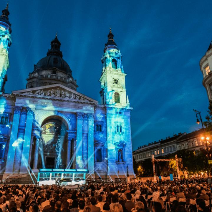 Jótékonyság Koncert  a Bazilika előtti Szent István téren